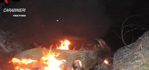 Maşina arsă. Foto: oggitreviso.it via carabinierii