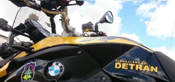 Modelo F800 da BMW adquirida pelo Detran.
