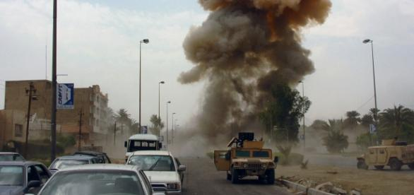 No Iraque dois carros-bomba mataram mais de 30