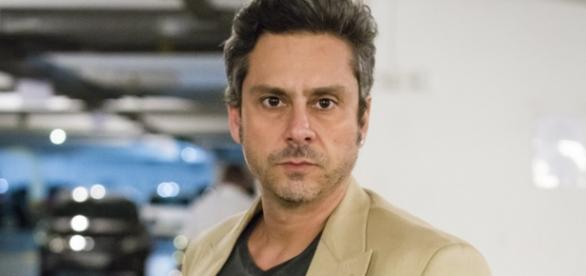Romero é vivido por Alexandre Nero (Globo)