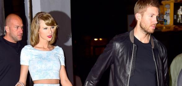Taylor Swift e Calvin Harris saindo de restaurante