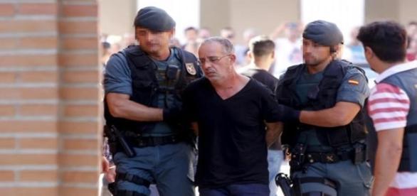 Ahmed Chelh llegando a los juzgados.Foto JAVIER C.