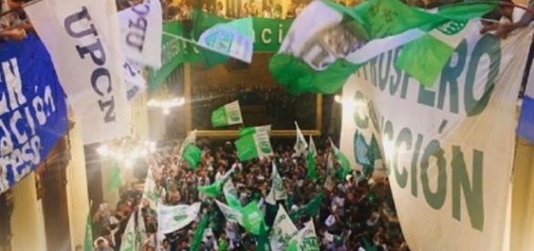 Cortes de calles por despidos y Clarín domina
