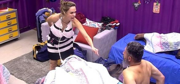 Ana Paula manda Laércio se vestir