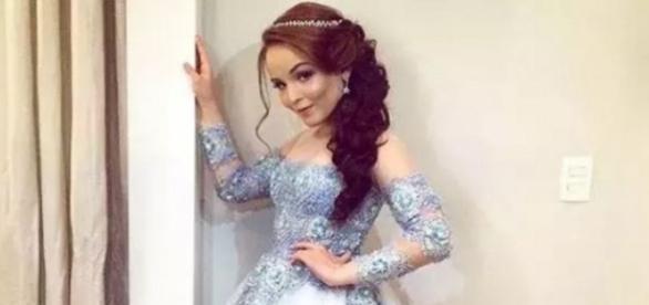 Larissa se vestiu de princesa e encantou à todos