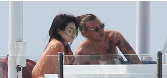 Terminou entre Kendall e Harry
