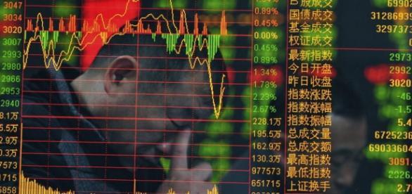 aflicción frente al panel de la bolsa china