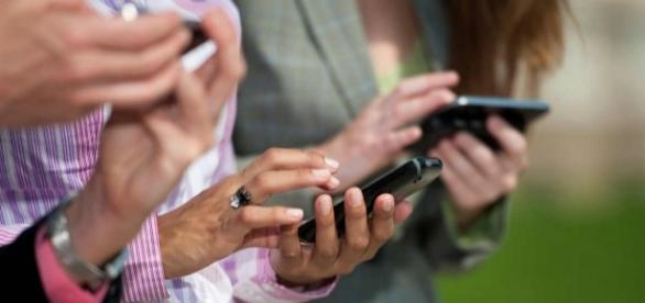 SMS são cada vez mais usados por bancos