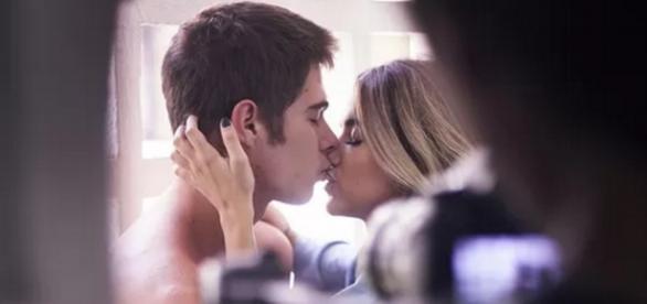Rafael Vitti beija em clipe - Imagem: EGO
