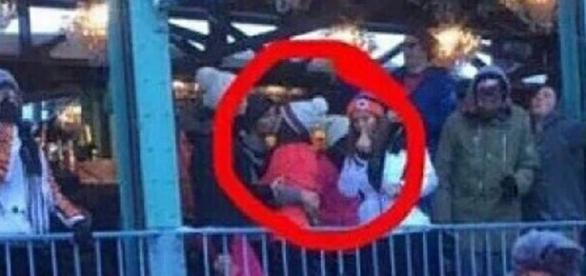 Louis e Danielle Campbell são flagrados beijando
