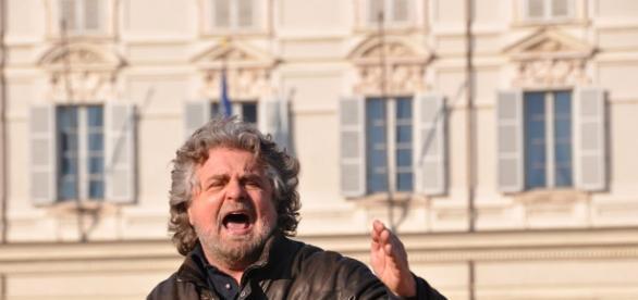 Beppe Grillo durante un comizio