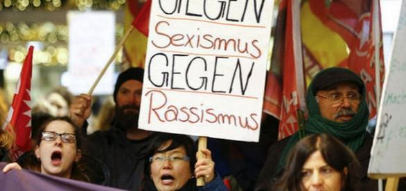 Femei protestând în Germania - Foto REUTERS