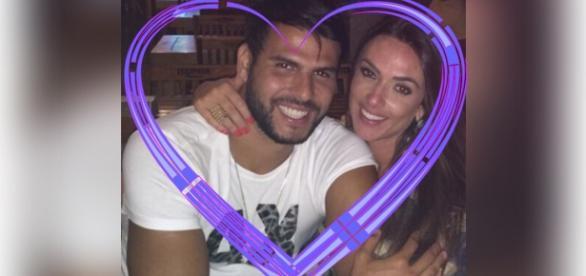 Marcelo Bimbi e Nicole Bahls assumem namoro