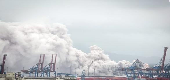 Fumaça tóxica no terminal 1 do porto de Santos.