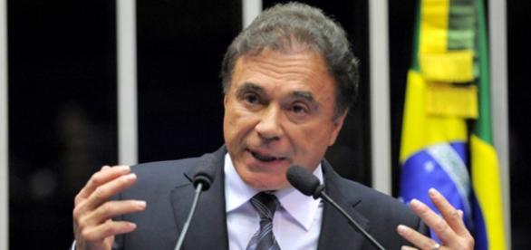 Álvaro Dias troca o PSDB pelo Partido Verde