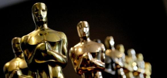As estatuetas do Oscar, que acontece em fevereiro.