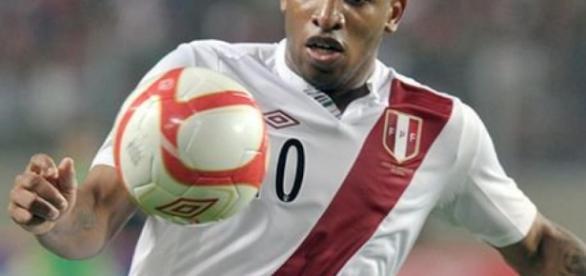 Grêmio tenta contratar peruano Farfán