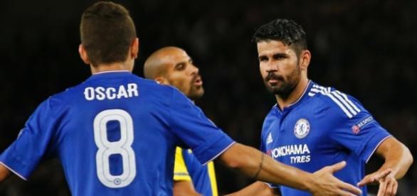 Jogadores comemoram gol pelo Chelsea