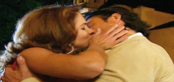 """Valentina beija José Miguel em """"A Dona"""""""