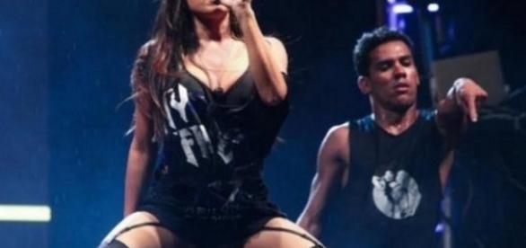 Anitta publica foto sem calcinha e provoca polêmica