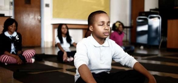 Escola troca suspensão por meditação