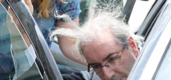 Eduardo Cunha apanha no aeroporto