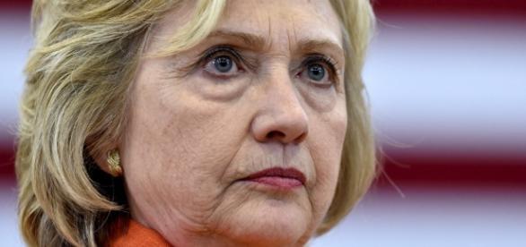 """Wikileaks divulga email trafugate al responsabile della campagna della Clinton: avrebbe ammesso di essere """"distante dai cittadini"""""""