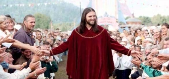 Homem afirma ser Jesus Cristo.