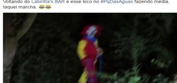 Palhaço assassino passeando no Parque das Águas, zona leste de São Paulo