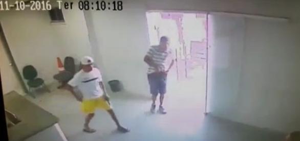 Bandidos armados invadem delegacia em Fortaleza e resgatam 7 presos