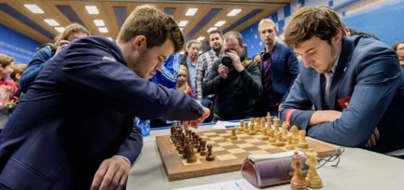 Werden an der Schachweltmeisterschaft gegeneinander antreten: Weltmeister Magnus Carlsen gegen Herausforderer Sergey Karjakin. Foto: chessclublive.com