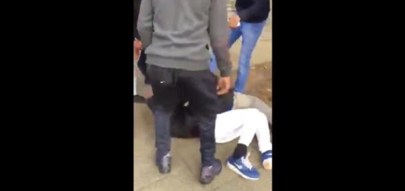 Młodzi imigranci w Londynie brutalnie pobili chłopca.