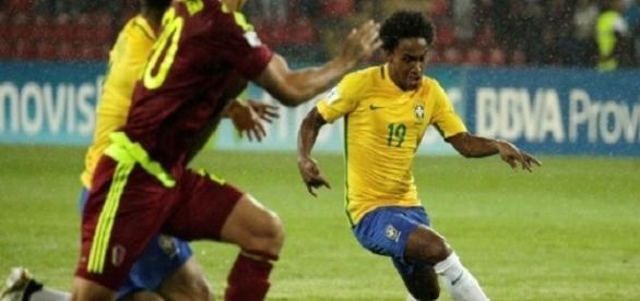Substituto de Neymar, William (camisa 19) marcou o segundo gol do Brasil na vitória sobre a Venezuela (Foto: Uol)