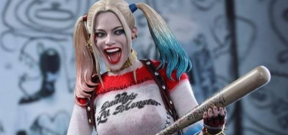 DC Comics Harley Quinn Sixth Scale Figure by Hot Toys   Sideshow ... - sideshowtoy.com