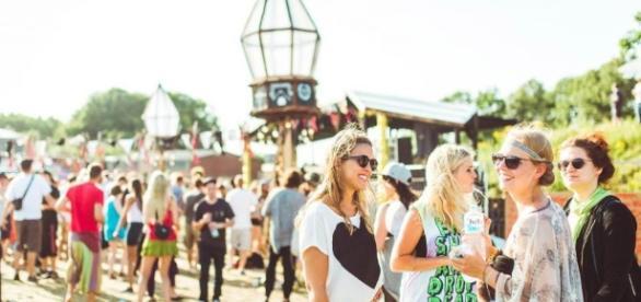 HABITAT Festival - Entspannter Start ins Festival mit Sonne. Foto: geheimtipphamburg.de