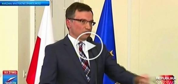Minister Ziobro uświadamia dziennikarza TVN.