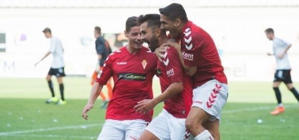 Saura celebra su gol frente al Mérida.   Imagen: laverdad.es