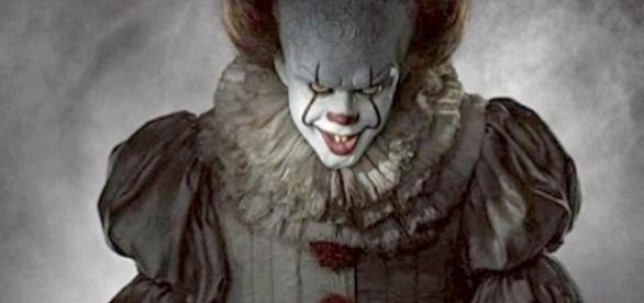 O palhaço assustador Pennywise no remake do filme 'It a Coisa', que estreia em 2017