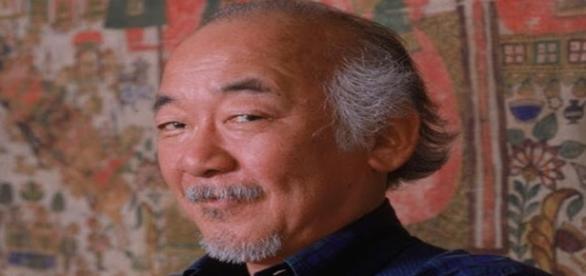 "O talentoso ator: Pat Morita que participou dos filmes de sucesso ""Karate Kid""."