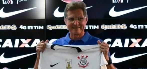 Oswaldo de Oliveira volta ao Corinthians em sua terceira passagem, desta vez sob pressão e descofiança, por conta de seus últimos trabalhos
