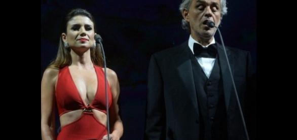 Paula Fernandes dá vexame ao lado de Andrea Bocelli