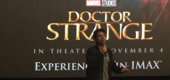 O ator Sebastian Stan em evento do filme Doutor Estranho / Imagem: Reprodução YouTube