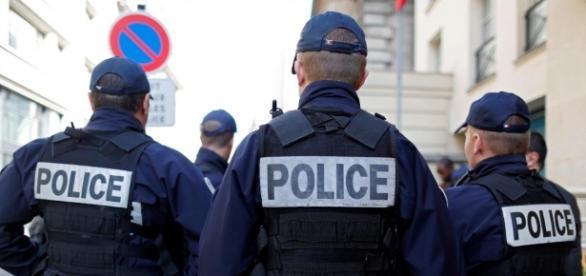 Police brigade dans les rues -