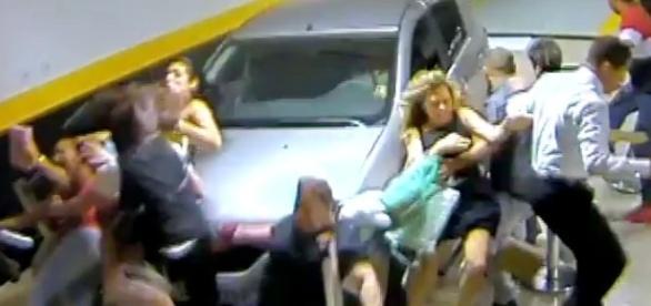 5 pessoas ficaram feridas e duas não resistiram (Foto: Reprodução/Segurança)