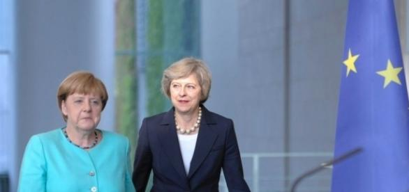 Cancelarul german Angela Merkel și premierul britanic Theresa May