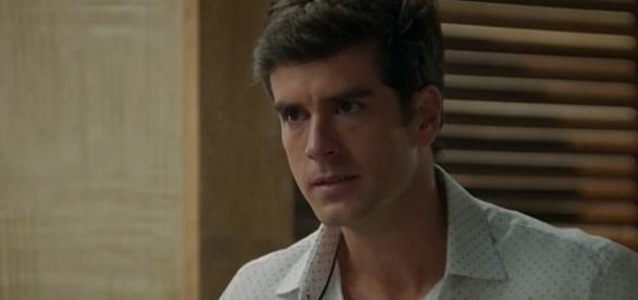 Felipe se une com Henrique e arruma uma forma de pegar Jéssica em flagrante