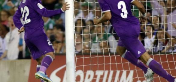 Isco marcaba dos goles ante el Betis. Fotografía: Paco Martín (Marca)