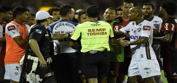 Confusão diante do Flamengo ainda revvolta o Fluminense (Foto: André Durão / GloboEsporte.com)