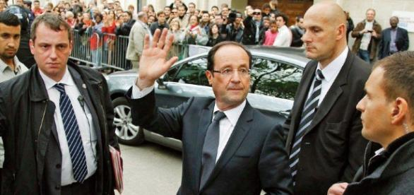 Francois Hollande - car wave - CC BY