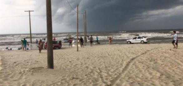 Tsunami atinge Santa Catarina, uma criança morre com o temporal